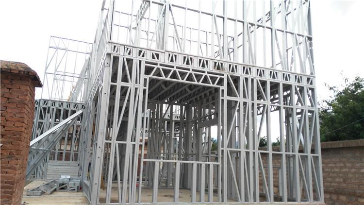 建造农村轻钢别墅地基是关键