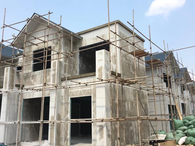 轻钢别墅新工艺,现浇泡粒混凝土实心墙体施工案例分享!